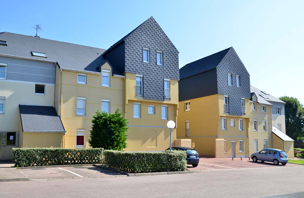 Logement social neuville les dieppe residence brequigny for Piscine brequigny